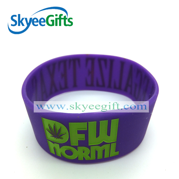 Novelty cheaper debossed and filled color silicone wristbands/bracelet for promotion gift