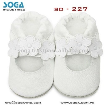 Flower summer sandal baby shoes with comfortable design 2011