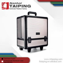 Latest Fashion 6 Trays Aluminum Makeup Travel Case With Legs