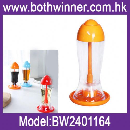 Vinegar and oil wine glass ,H0T038 custom salt shaker , body oil spray