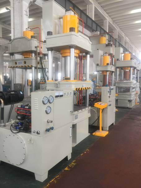 four column large power of hydraulic press machine in storage