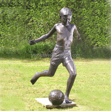 China fatory supplied life size bronze young boy playing football models sculpture for garden decoration