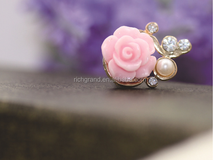 wholesale Romantic Pearl Roses dust plug 3.5mm Xian resin flower mobile phone dustproof plug