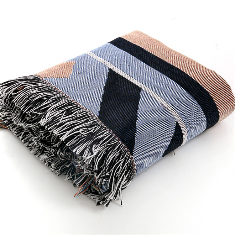 New style Polyester and cotton blend Jacquard towel yarn blanket with colorful fringe