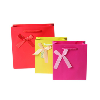 Various color red cosmetic gift paper bag rope handle