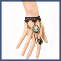 2015 fashion wholesale queen head ladies lace fabric bracelet link ring models