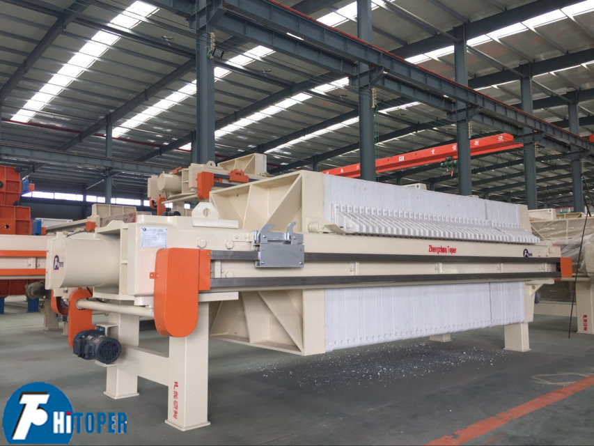 Program controlled automatic filter press used by industrial machine