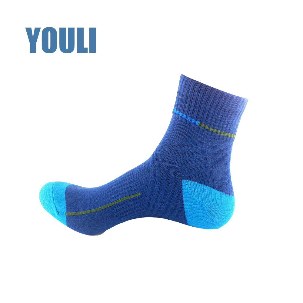 elite sport sock manufacturer ; custom logo outdoor running sock ; hiking and cycling sock
