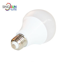 high quality ce rohs energy saving smd 2835 100lm/w dimmable e27 day night light sensor led bulb