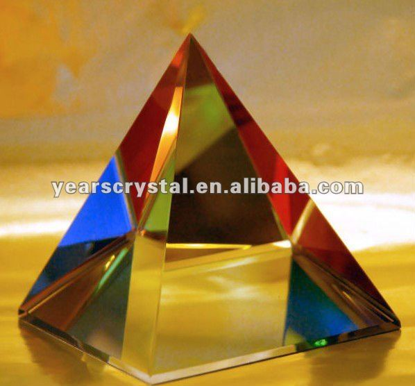Yiwu Years color engraved crystal glass pyramid for giving away gift (R-0815)