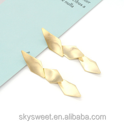 SWTY1230 Fashion simple metal earrings female personality exaggerated allergy stud earrings