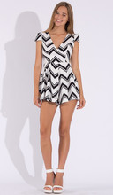 Women Sexy Sleeveless Above Knee V-Neck Open Back Black And White Paty Dress