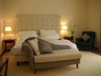 Bedroom set divan bed round cherry bedside table for Bedroom divan