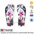 Design beautiful printed lady rubber flip flops