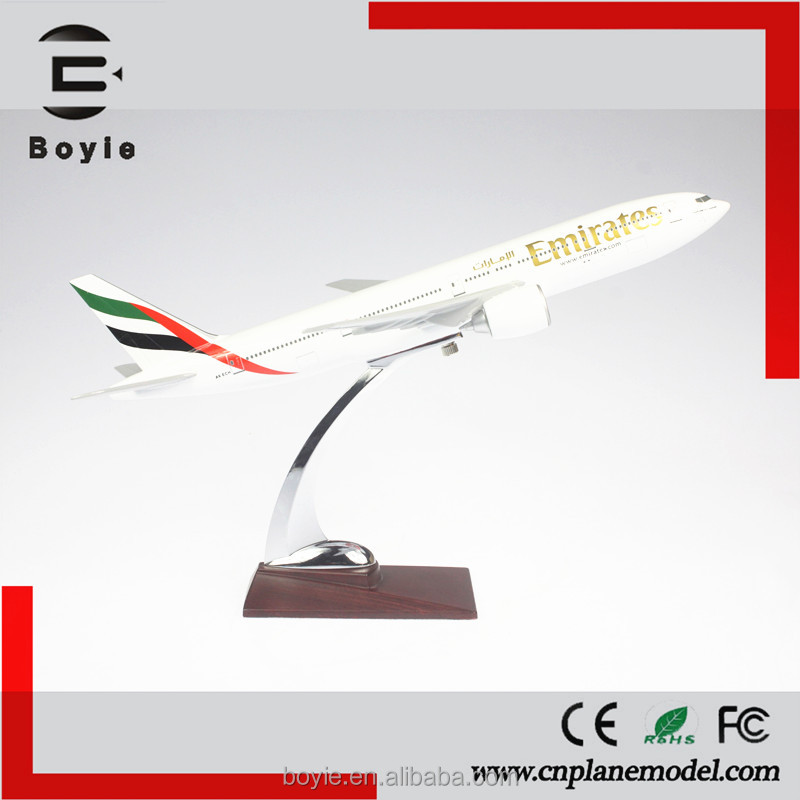 Collectible 32CM Boeing B777 Emirates model resin craft 1:200 flying model airplanes with logo for adult
