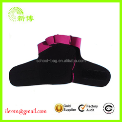 Hook and loop fastener weight lifting gloves