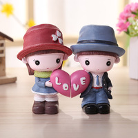 Cratoon Figurines Boy And Girl Couple