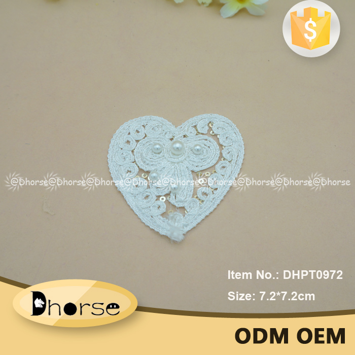 Wholesale Custom pearl personalized heart embroidery patch DHPT0972