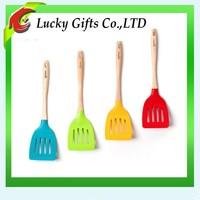 Heat Resistant Wooden Handle Silicone Shovel Pizza Slotted Turner
