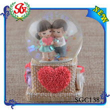 SGC138 Polyresin Natural Landscape Big Tree Snow Globe, Water Splash Ball Toy