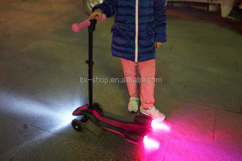 Cool Electric Jet Spray Design 3 Wheel LED Scooter For Kids, 4.5inch High Quality Adjustable Electric Scooter For Children