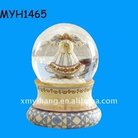 Custom polyresin wedding favors snow globe