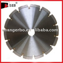 Diamond Saw Blades for cutting green concrete and asphalt