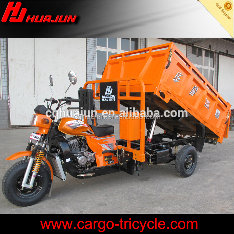 Cargo carrying tricycle with hydraulic hopper loading