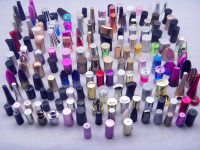 Classy colorfull Plastic nail polish bottle screw caps with Color coating