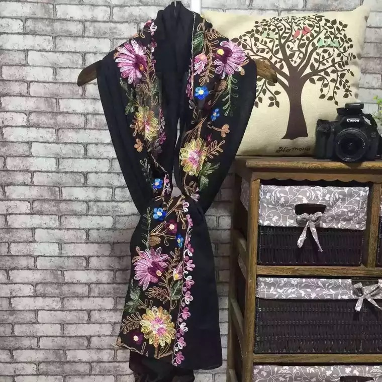 Chinese-style <strong>scarf</strong> with embroidered flower factory cheap hijab beautiful style shawl any season