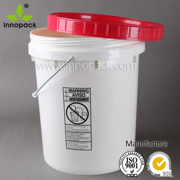 Screwed top plastic food storage container with lid