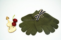 Lovely kids winter magic acrylic green gloves with bowknot