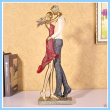 Hot Selling China Manufacturer High Quality Resin Loving Couple Figurines