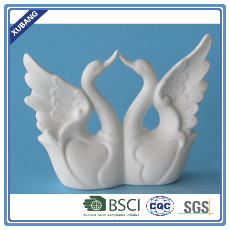 Couple Love Ceramic goose figurine for home decoration wedding promotion gifts