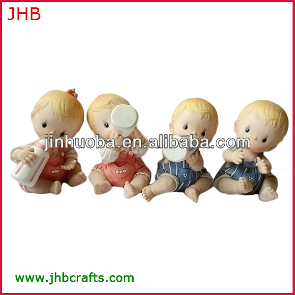 2013 popular baby gifts baby resin figurine with holding feeding bottle