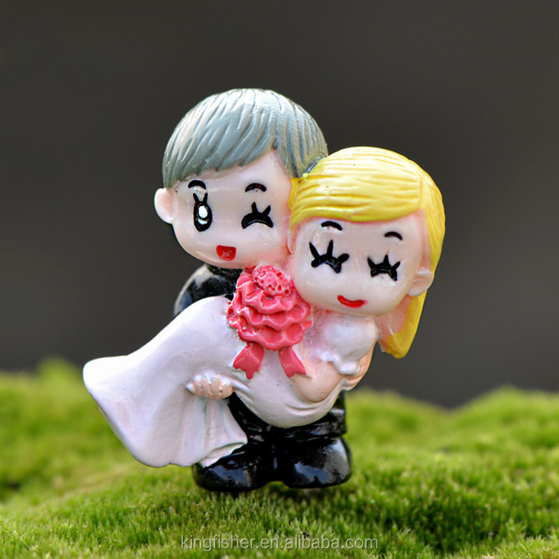DIY handcrafts Eco-friendly material resin figurine groom and bride ornaments for micro landscape