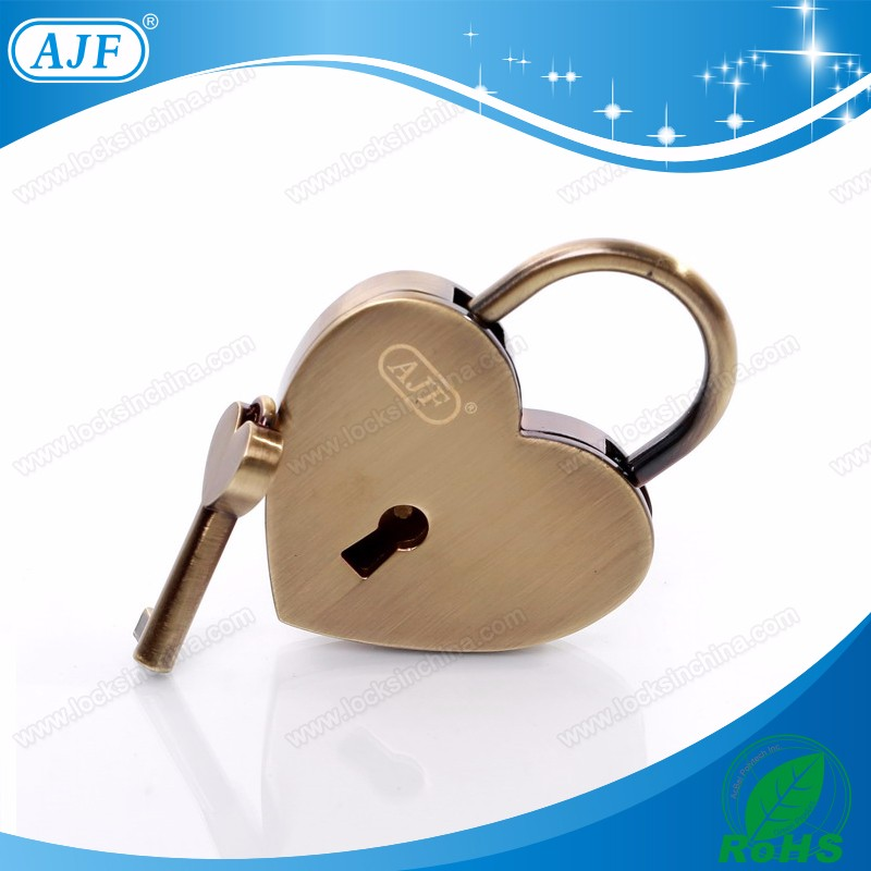 A01-021AB antique bronze love lock.jpg