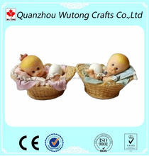 Custom polyresin Lovely baby figurines for Neonatal souvenirs