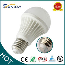 7w LED B22 Bayonet Light Bulb, Daylight Cool White, 60w EQV