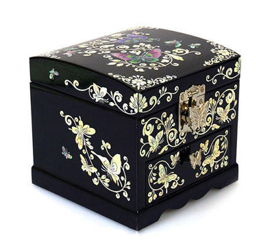 Lacquerware inlaid with mother-of-pearl box and case