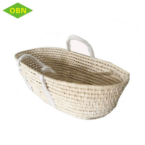Wholesale hand woven nature soft straw maize undress carry baby sleeping mose basket