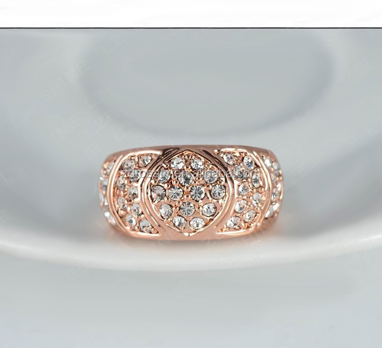 Hot Selling gold color preserving <strong>18</strong> <strong>k</strong> rose gold high-grade lady's finger ring with Austrian crystals