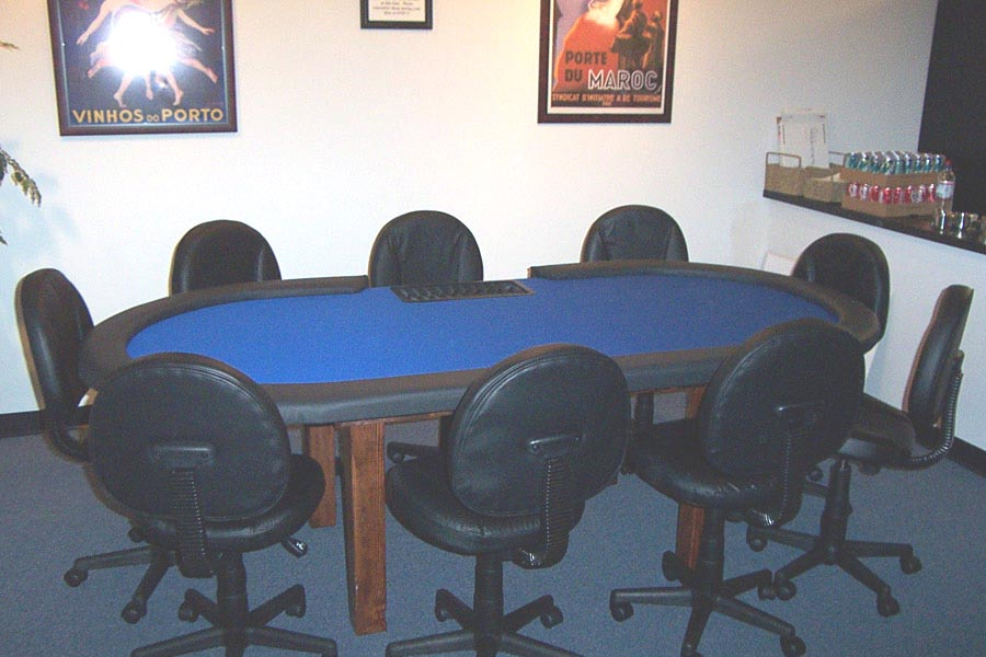 96 Holdem With Fixed Base, Dealer Cut Out And Chip Tray