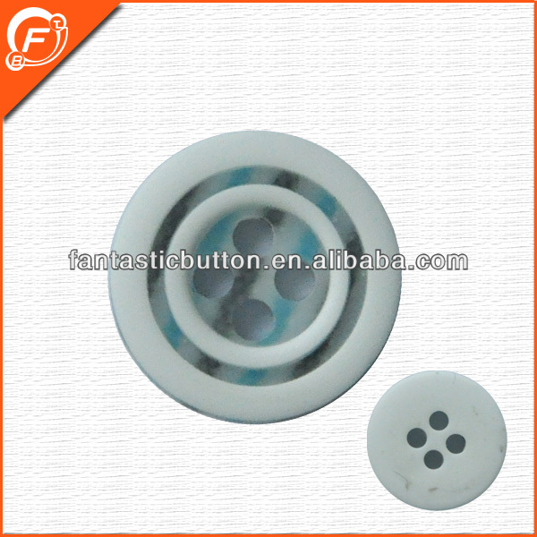 latest design vogue 4 holes round resin button for garment
