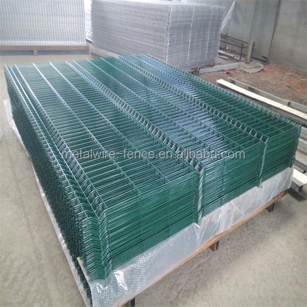 Rubber mesh netting fence view