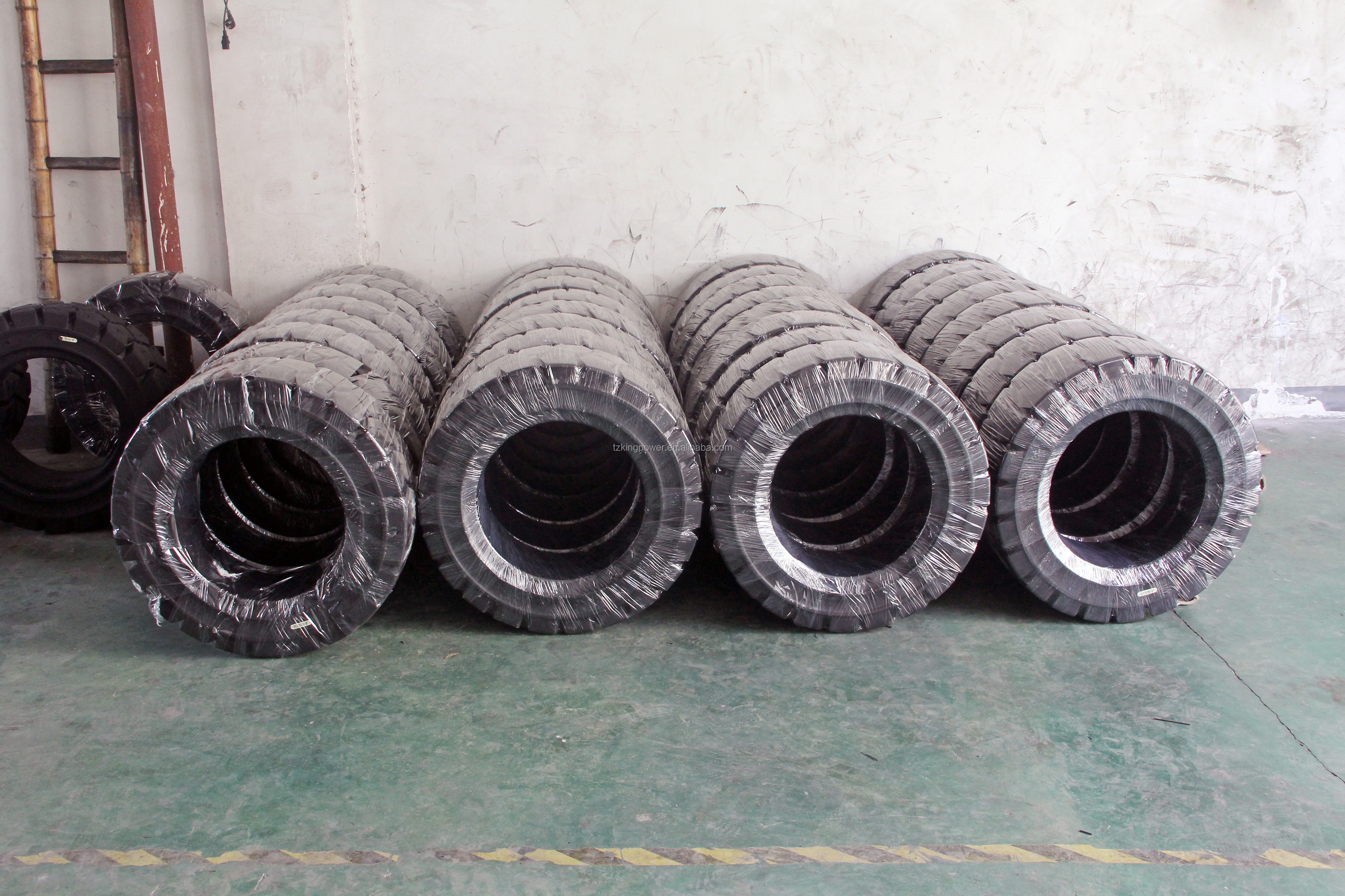 706MM Outside Diameter NR Material 9'' Solid Rubber Tires For Forklift