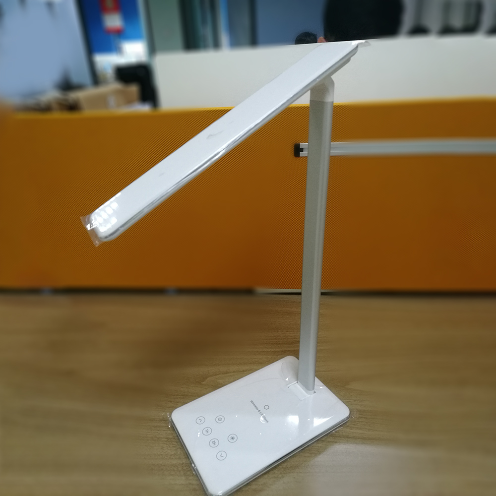 Manufacturer supply eye care student led desk lamp for night reading wireless charger
