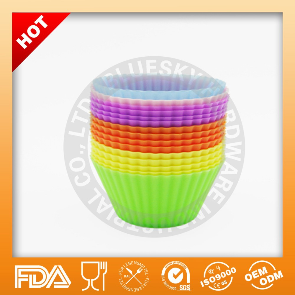 Wholesale BPA/LFGB Free Reusable 12 Cups Silicone Muffin Baking Cup