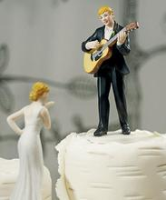 Wedding Guitar Playing Groom and Bride Blowing Kisses Figurine Cake Topper