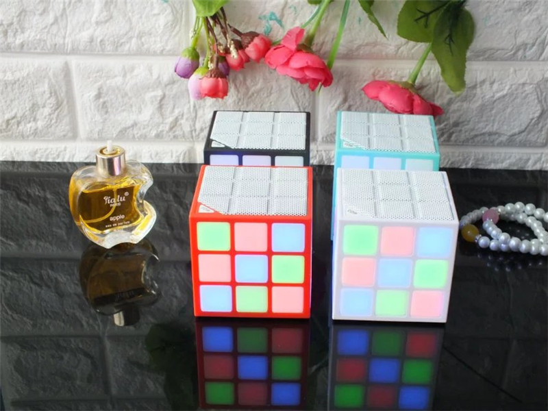 Disco Light Magic Cube Design  Music MP3 song amplifier n videos  cd Wireless speaker